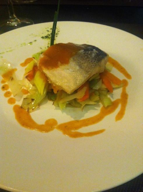 Mérimée - Lubina salvaje en salsa de mariscos con aceite esencial de eucalipto